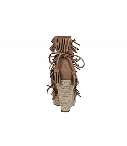 Cuña de yute color beige. Cierre mediante lazada con borlas. Detalle de flecos en la pala. Altura de la cuña 10 cm. Beige