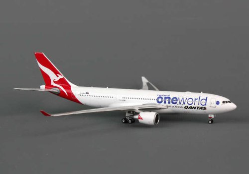 (Daron Phoenix Qantas A330-200 1/400 One World REG#VH-EBV)