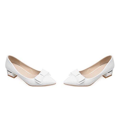 Allhqfashion Kvinners Spisse Lukket Tå Lave Hæler Patent Lær Fast Pull-on White Pumper-sko
