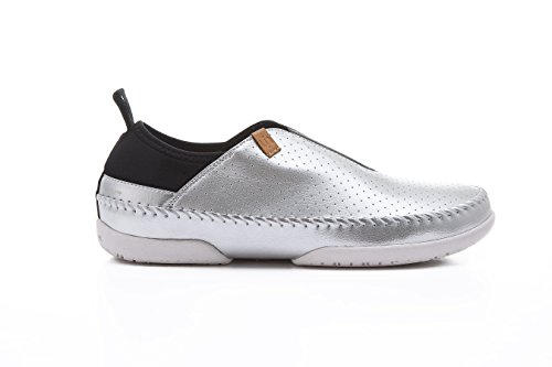 UIN Women's Torres Microfiber Comfort Slip On shoes Silver PGiM4cg