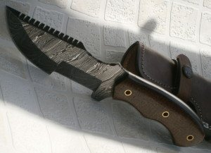 Price Cut - TR-95 Handmade 10.00 Inches Damascus Steel Tracker Knife - Maple Wood Handle