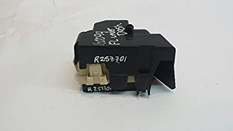 amazon com front driver fuse box under dash 04 suburban 2500 p n 2004 suburban front driver fuse box under dash 04 suburban 2500 p n 15190658 01
