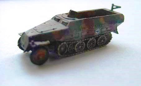 1/144 World Tank Museum Series 05-90 Germany Sd.Kfz. 251D armored half-track 3-color camouflage yellow base - Museum 90's