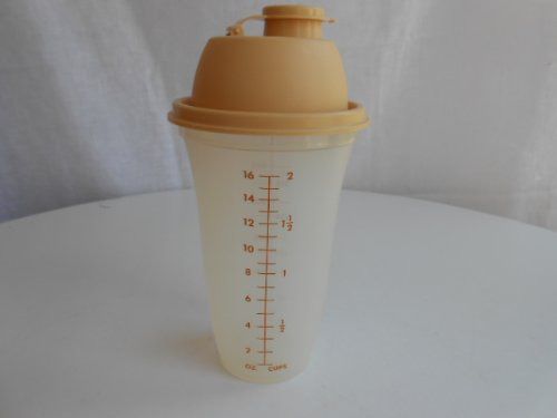 Vintage Tupperware Quick Shake 16 Ounce Measuring Shaker Mixer