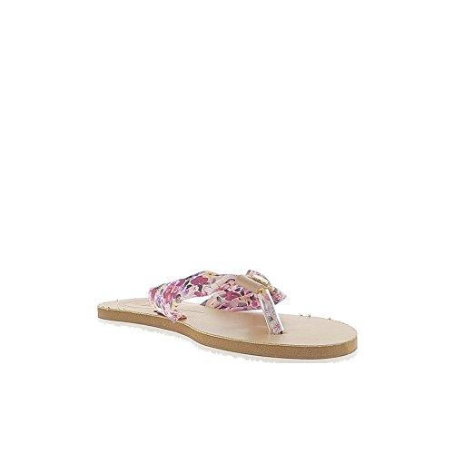 Pies descalzos platos rosa florecieron con entre dedo