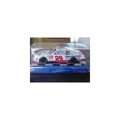 2001 Kevin Harvick #29 Goodwrench Service Plus 1:24 Scale Diecast: Toys & Games