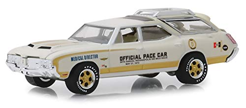 1972 Oldsmobile Vista Cruiser Cream Medical Director 56th Annual Indianapolis 500 Mile Race Official Pace Car 1/64 Diecast Car by Greenlight 30050