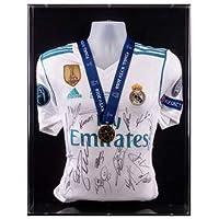 El Equipo del Real Madrid firmó la Camiseta de la Final de la Liga de campeones Kiev 2018 y la exhibición de medallas de ganadores