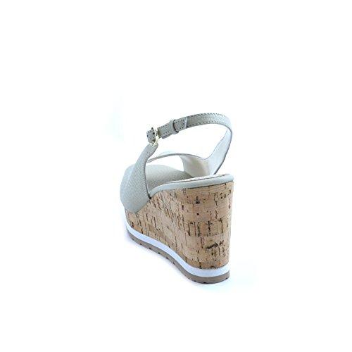 Sandali da donna Apepazza in pelle beige avorio aperte in punta. Chiusura con cinturino sul tallone e zeppa in sughero da 9cm con plateau da 3cm e fondo in gomma.