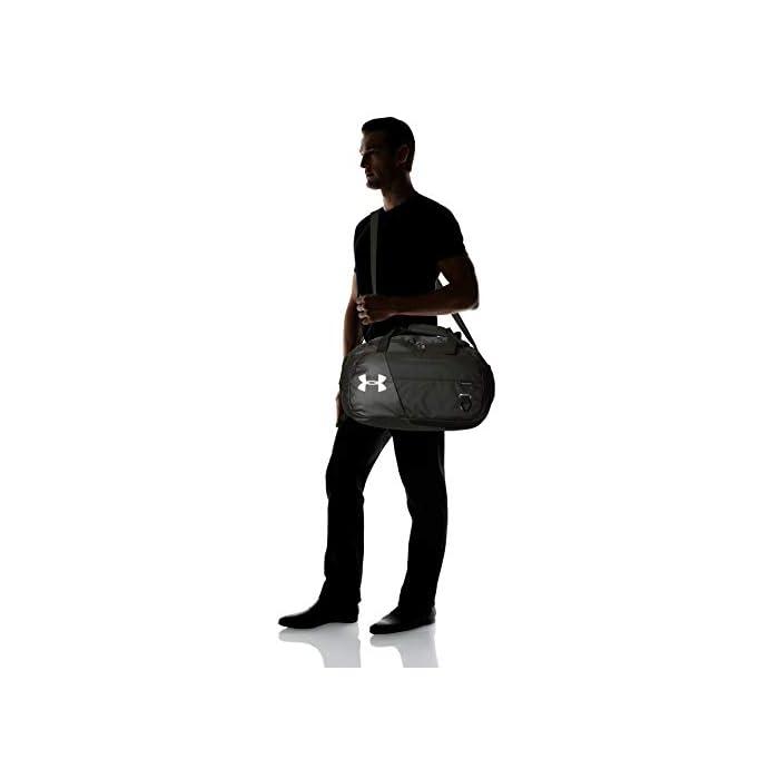 31r1Xha%2BntL Resistente al agua – La tecnología UA Storm ofrece un acabado resistente a la bolsa de fitness para un transporte seguro y seco en todos los casos Robusta y resistente a la abrasión – Los fuertes paneles inferiores y laterales protegen la bolsa para hacer deporte de daños en superficies rugosas. Bolsillos – La bolsa para yoga de 100% poliéster tiene 1 bolsillo grande con ventilación para ropa sucia o calzado y otros bolsillos para organizar.