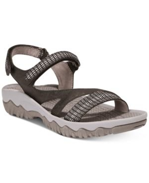 738648161c4 Image Unavailable. Image not available for. Color  BareTraps Tipper Outdoor Sandals  Women s Shoes