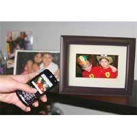eMotion DF-EM7VWBT-C128 7-Inch Bluetooth Digital Picture Frame with 128MB Built-in Memory by eMotion