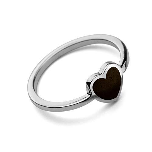 Martha Vargas: Anillo de plata ley .925 con un corazón incrustado en madera (Talla 6.5)