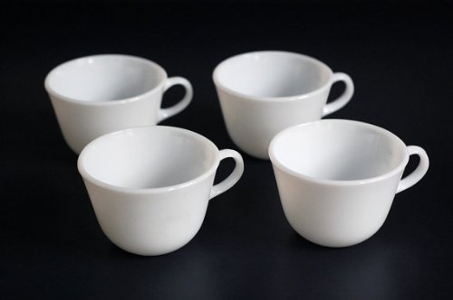 (Set of 4 Vintage White Glass Pyrex Tea Cups or Coffee Mugs )