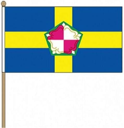 Flagmania® 12 Stück Pembrokeshire (County) 30,5 x 45,7 cm große Handwinkel-Flaggen + 59 mm Button Badge