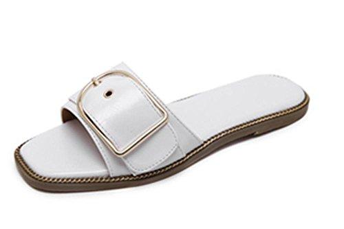 C-förmige Schnalle mit flacher Boden Leder mit den flachen Sandalen Wort Drag dekoriert und Pantoffeln Frauen white