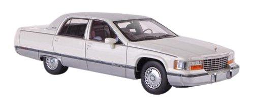 1/43 キャデラック フリートウッド ブロアム 1994 (ホワイト/マットグレー) NEO45570
