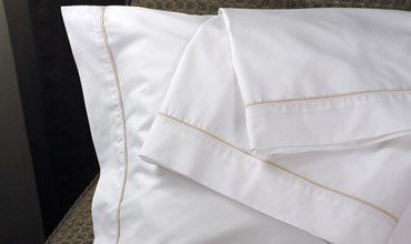 westin-hotel-600tc-pillowcase-with-taupe-trim-piping-standard-queen