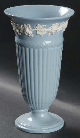 ウェッジウッド 花瓶 フラワーベース クリームカラーonラベンダー(プレーン) 22cm [並行輸入品] B0133H4340