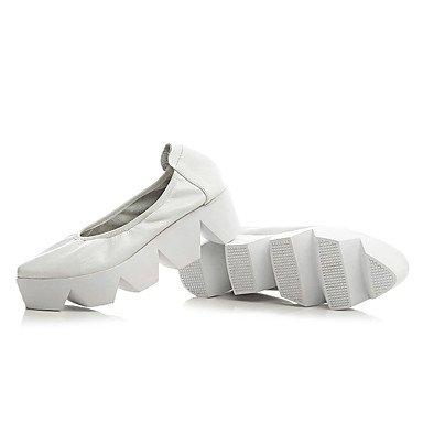 Cómodo y elegante soporte de zapatos de las mujeres pisos oficina y carrera vestido casual de vaca primavera verano otoño invierno otros soporte de talón, color blanco y negro blanco