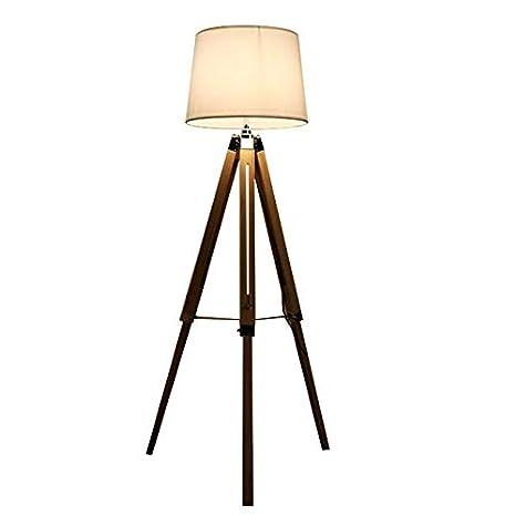 Lámpara De Pie (moderna) En La Sala De Estar Y Comedor ...