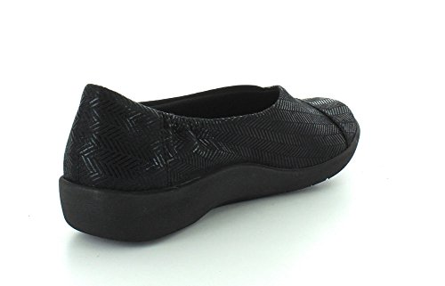 CLARKS Womens CloudSteppers Sillian Jetay Flat Black Synthetic