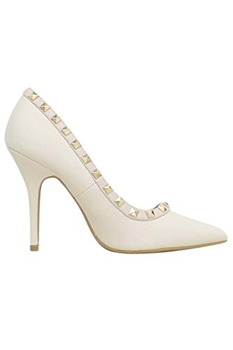Luxury Divas Womens Cream Patent Leather Pumps With Gold Studs qgQ1h4Xh