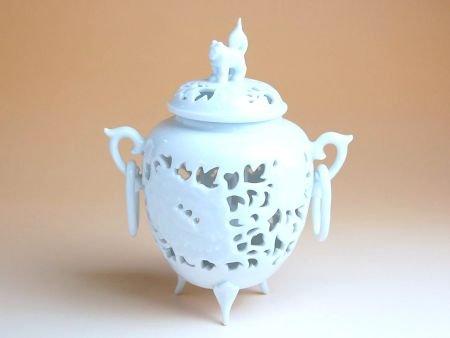 有田焼 白磁彫浮牡丹 香炉(木箱付)【サイズ】高さ13cm B018XQ98GY