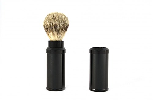 (Travel shaving brush with silvertip badger hair in a black aluminum casing by RAZZOOR)