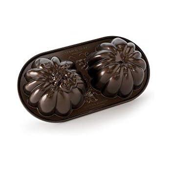 Amazon Com Nordic Ware 3d Great Pumpkin Pan Novelty Cake