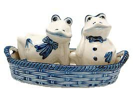 Frogs Salt and Pepper Shakers: Frogs/Basket