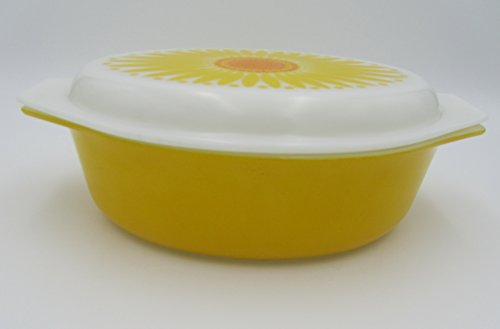 Vintage Pyrex Yellow Cinderella - Oval 2 1/2 Quart #045 Casserole Ovenware Dish with Lid