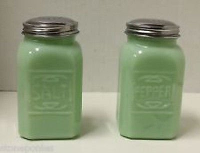 (Jade Jadeite Green 2 Pc Salt Pepper Shaker SET Depression Glass Shakers)