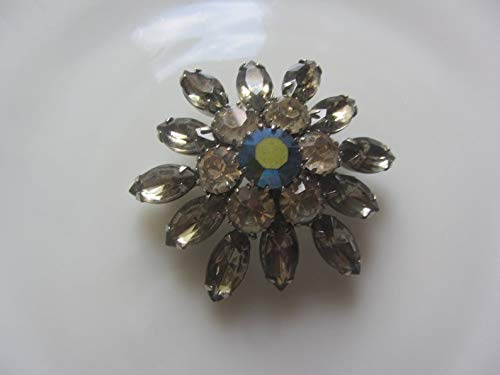 c4cf02bf6ac Image Unavailable. Image not available for. Color: Vintage Rhinestone Brooch  ...