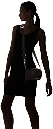 Calvin Klein Damen Fluid Small Crossbody Umhängetasche, Schwarz (Black/001), 8 x 12 x 18 cm