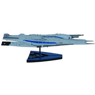 Dark Horse Deluxe Mass Effect: Alliance Cruiser Ship Replica: Toys & Games