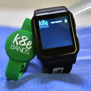 Amazon.com: K8e BANDS Family Pack (verde): Baby