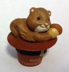 1990 Hallmark Thanksgiving Merry Miniatures Pilgrim Hat Squirrel Figurine