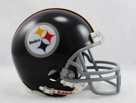 Pittsburgh Steelers 1963-76 Throwback Replica Mini Helmet w/ Z2B Face Mask ()
