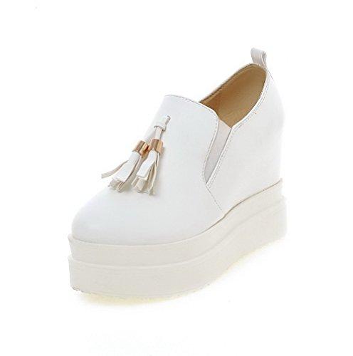 AllhqFashion Damen Ziehen auf Rund Zehe Hoher Absatz PU Leder Rein Pumps Schuhe Weiß