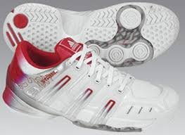 132341  Adidas Stabil 5 W Handballschuh Damen, weißrot