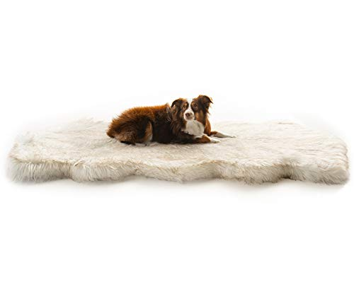 Treat A Dog PupRug Runner Faux Fur Memory Foam Bed (Curve White) (Bed Fur Runner)