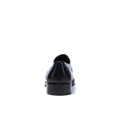 British Passport Scarpa Stringata Francesina con Decorazione Toe Cap di Colore Nero. Toe Cap Oxford Black. Uomo.