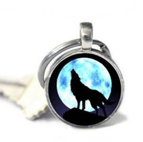 Charm Howling Wolf Keychain . Moon Art Keychain Jewelry. Howling Wolf Jewelry . Wolf Keychain . Moon Keychain
