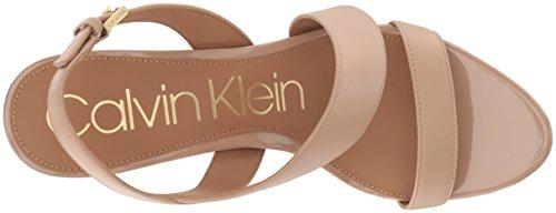 Calvin Klein Womens Lancy Sandalo Con Tacco Sandalo Desert Sand