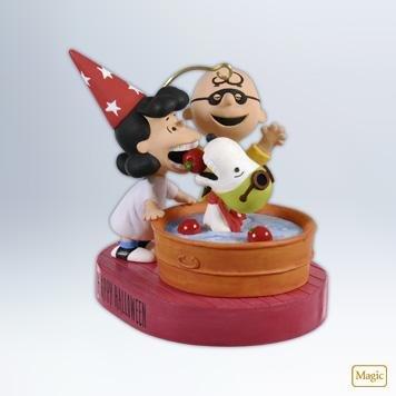 (QFO5201 Bobbing for Apples The Peanuts Gang 2012 Hallmark Halloween Keepsake)