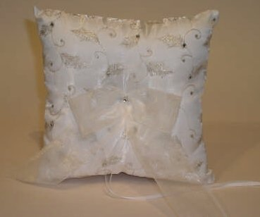 Beverly Clark Silver Leaf Set (Guest Book, Ring Pillow & Unity Candle) (Ivy Lane Design) by Beverly Clark (Ivy Lane Design)