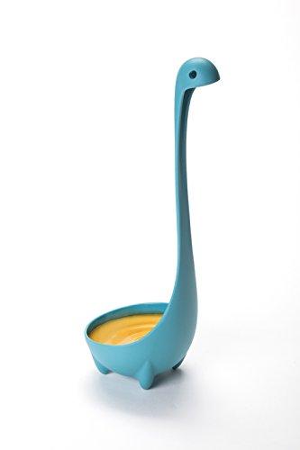 Une louche pour la soupe en forme de Monstre du Loch Ness en nylon trempé et à 4 jambes (elle tient debout). - Marque : Ototo