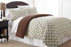 Shavel Home Products MFNCMKGPCN Micro Flannel King Reversible Comforter with 2 King Shams, Pinecone (Collection Bedding Cone Pine)