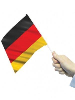 flagstobuy–Petit Allemand agitant drapeaux avec bâtonnets